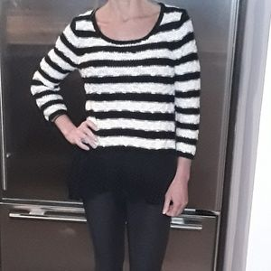 Knitted knotted Size XS black and white sweater